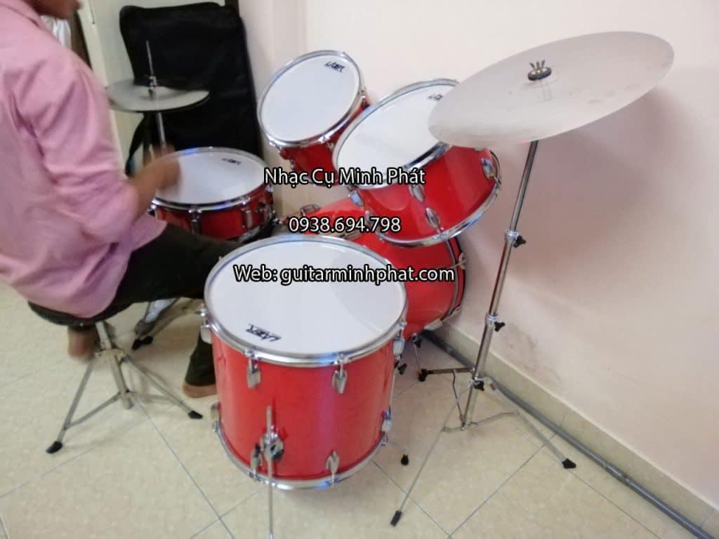 Bộ trống jazz 5 drum giá rẻ màu đỏ đẹp sang trọng, âm thanh hay trong tầm giá dành cho người mới tập chơi và làm quen với trống jazz nhé