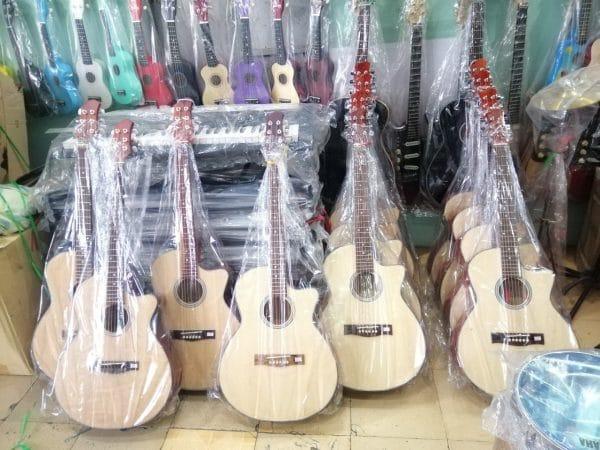 Nhung-mau-dan-guitar-gia-re-chat-luong-tphcm