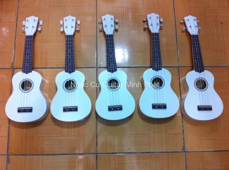 đàn ukulele màu trắng giá rè