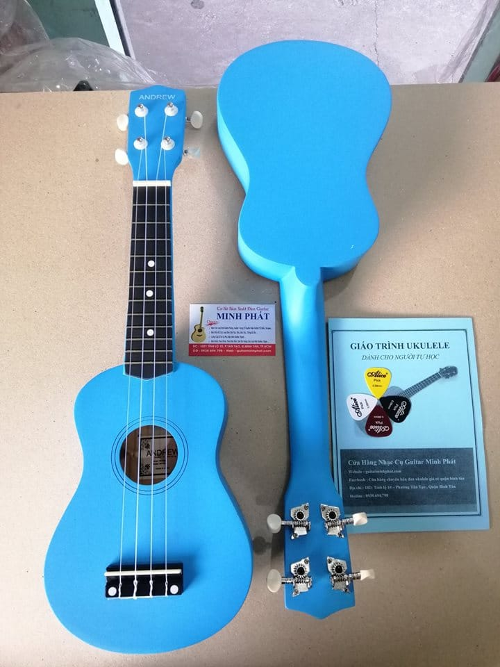 Đàn ukulele giá rẻ màu xanh dương xinh xắn hàng chất lượng! Đàn được gia công kỹ ngoại hình tuyệt đẹp, nước sơn tốt! Cỡ đàn soprano nhỏ nhắn dễ thương, đang được rất nhiều bạn trẻ yên mến.