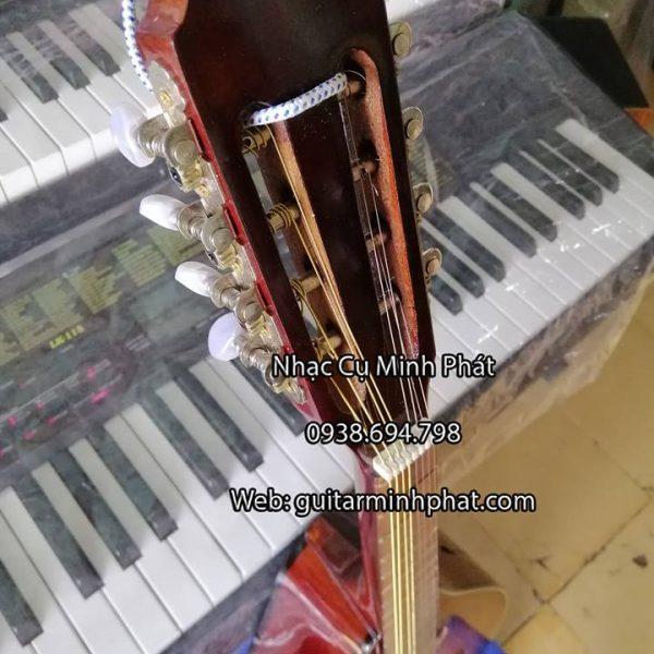 Khóa đàn mandolin phải đảm bảo không bị tuôn ren. (hình ảnh thực tế từ đàn Mandolin)
