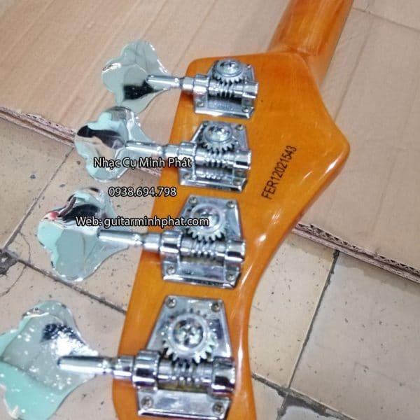 Cận cảnh các khóa đàn guitar bass inox sáng bóng đẹp