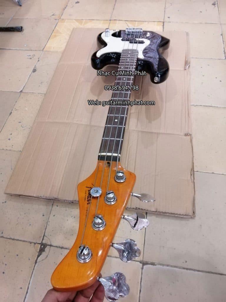 Đàn guitar bass có ty chỉnh cần được bố trị tại đầu cần đàn giúp điều chỉnh khi cần đàn bị cong