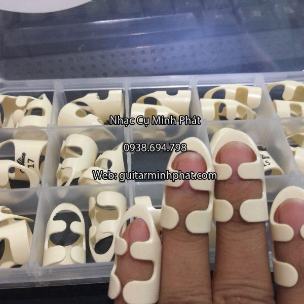 Móng gảy đàn alaska phù hợp với nhiều kích cỡ bàn tay - có nhiều size để lựa chọn nhé