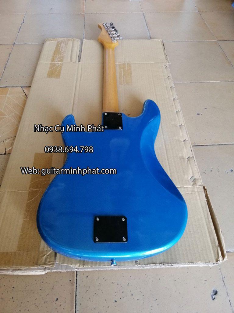 Mặt sau đàn guitar điện cổ nhạc màu xanh