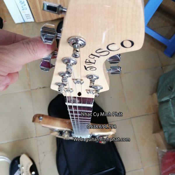 Đàn guitar điện tesco có ty chỉnh cong cần đàn , giúp cho cây đàn của bạn luôn thẳng tránh bị rẻ phím