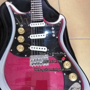 dan-guitar-dien-tesco-mau-do-man (1)