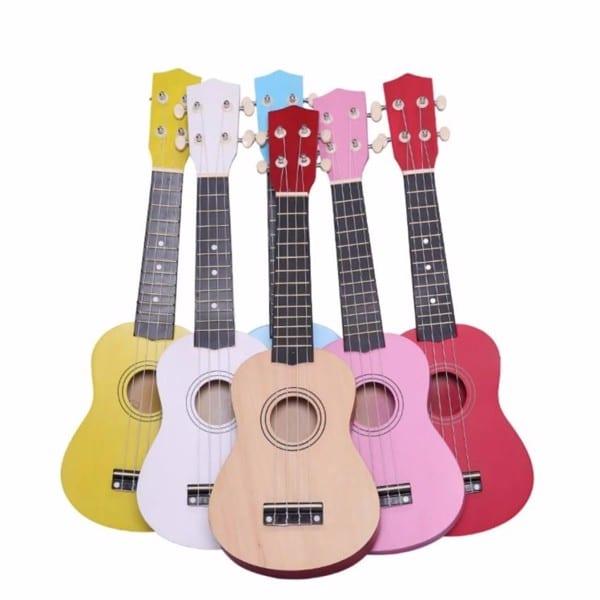 Những mẫu ukulele kém chất lượng, không thương hiệu, không nhãn mác đang được bán tràn lan trên thị trường với mức giá dưới 300k