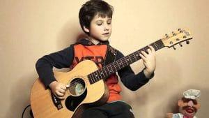 10 cách học đàn guitar đơn giản cho người mới bắt đầu