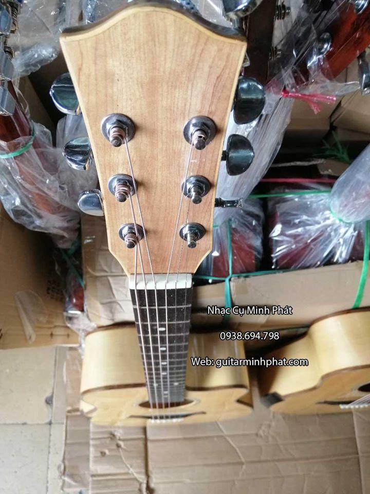 Âm rất vang và sâu.bass dày, thích hợp đệm hát, solo và chơi Fingerstyle.Guitar acoustic gỗ maple xứng đáng là dòng guitar kĩ