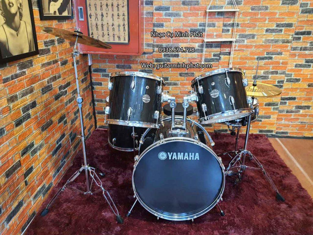 Chi tiết mặt trước bộ trống jazz yamaha cơ cao cấp với dàn chân hardware đôi cứng cáp sang trọng