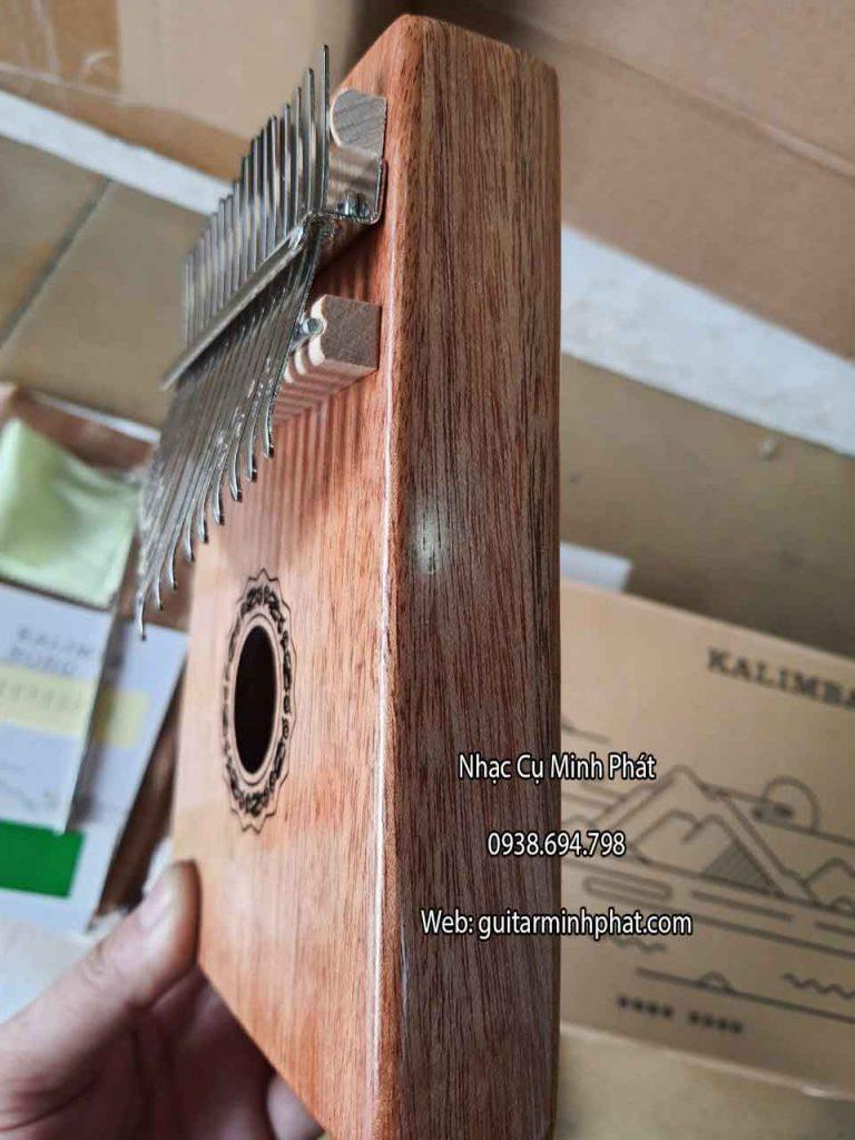 chi tiết cạnh bên của đàn kalimba 17 phím hluru classic chính hãng gỗ nguyên khối