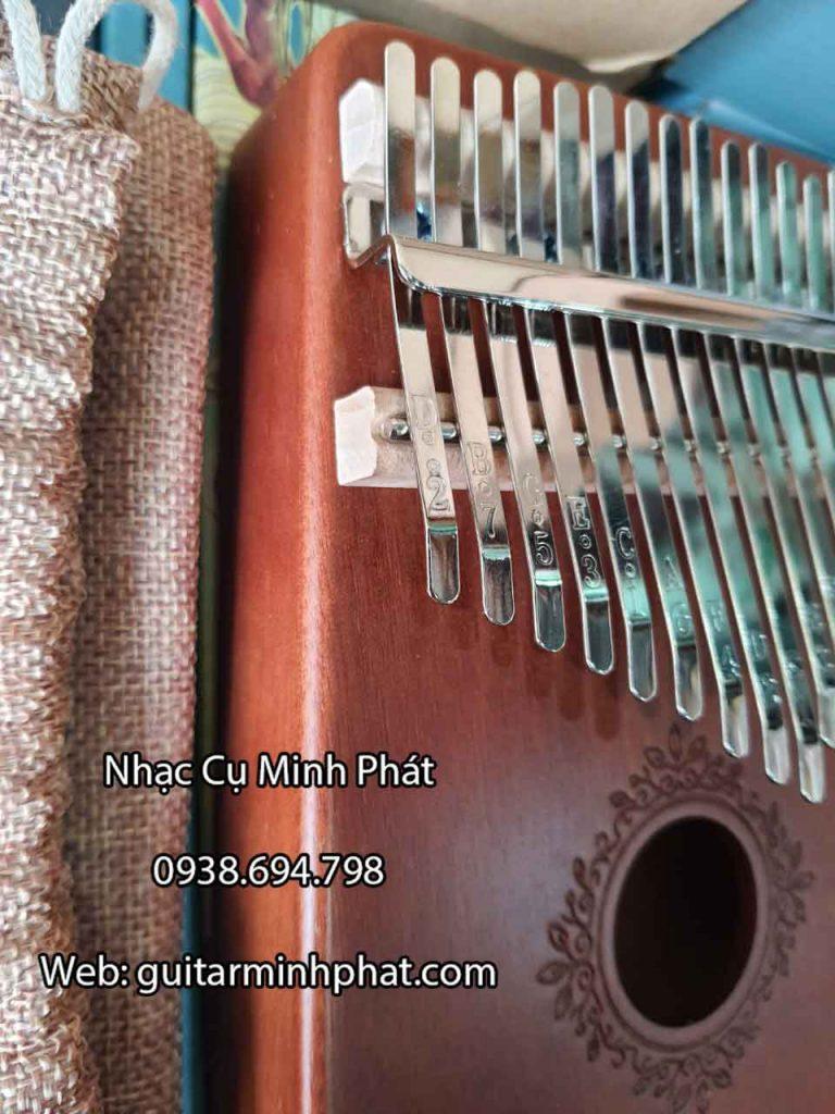 Chi tiết phím đàn kalimba được khắc lazer sắc nét chất lượng