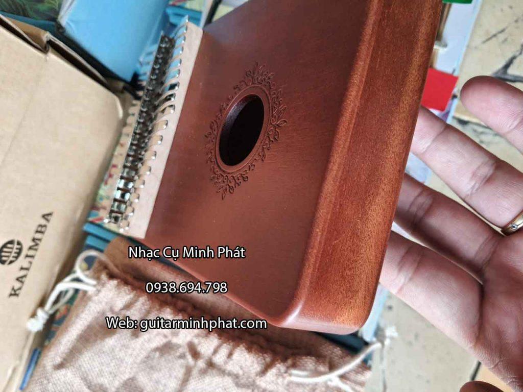 Chi tiết mặt đáy đàn kalimba 17 phím gỗ mahogany