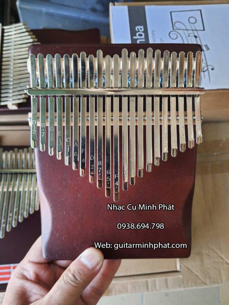 Hình ảnh chi tiết các phím đàn được khắc lazer sắc nét