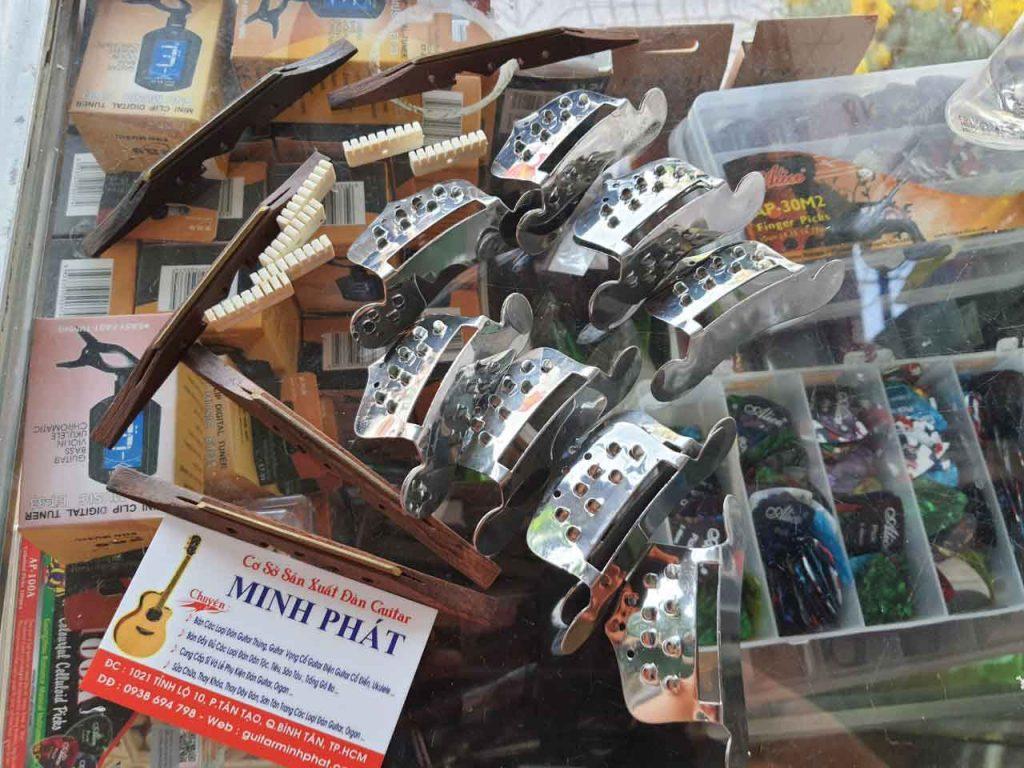 Phụ kiện đàn mandolin : móc dây, ngựa gỗ, lược đàn